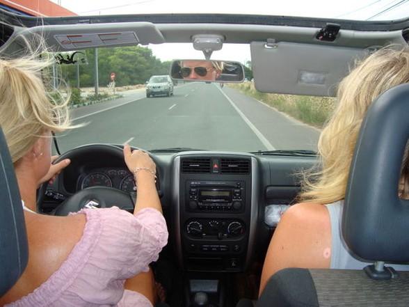 Det er nok best at jeg tar meg av bilkjøringen slik som i gamle dager kjære ;-)
