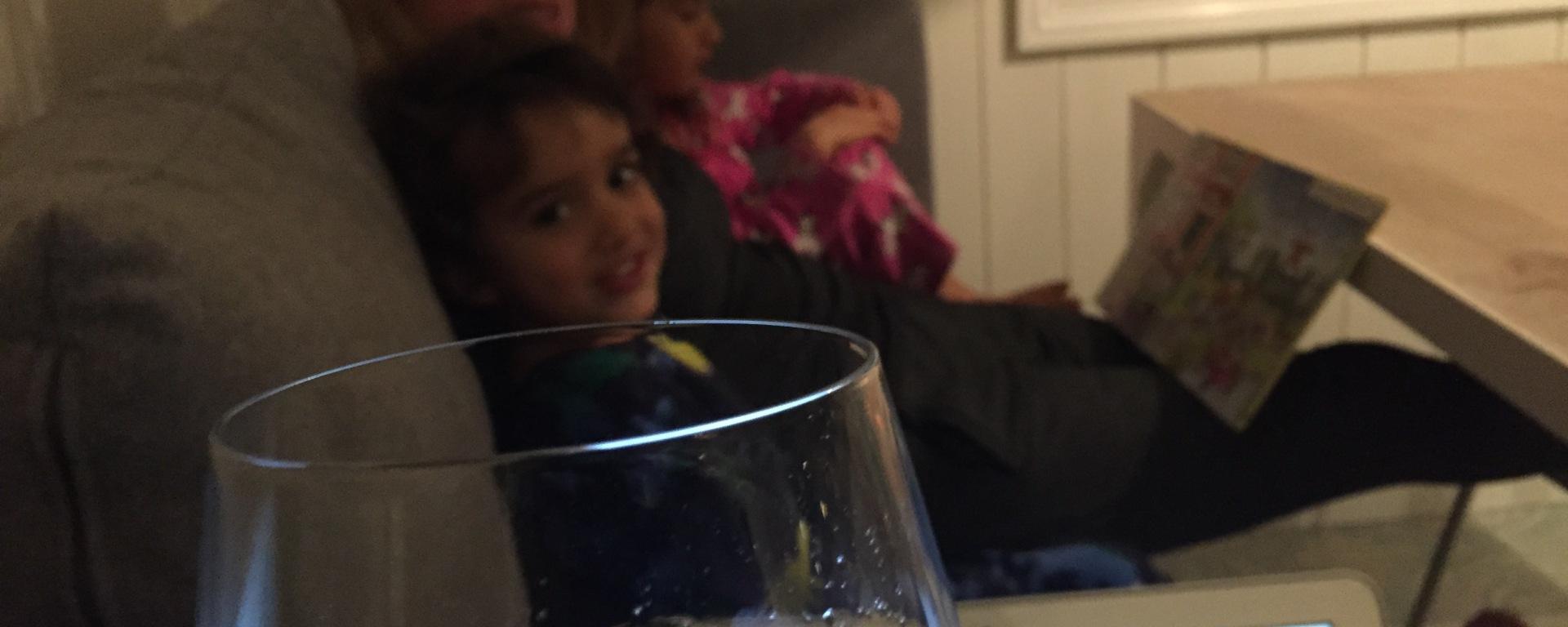 I dag for eksempel tok jeg med meg Macen og en flaske rosevin og ringte på døren hos Louise. Kjempepopulært :-D